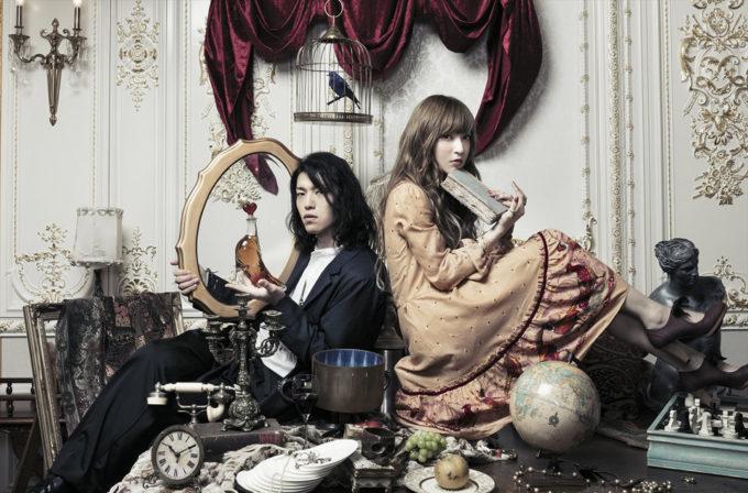 TRUSTRICK (トラストリック)の、ボーカル、神田沙也加 (かんださやか)と、ギター、Billy (左)。